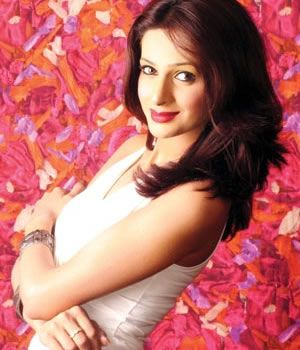 Saba Qamar  profile