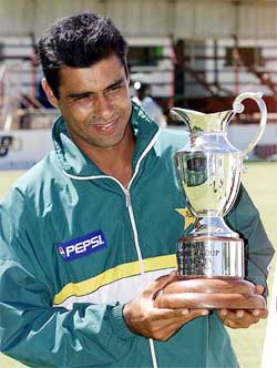 Waqar Younis - profile, interview & pictures